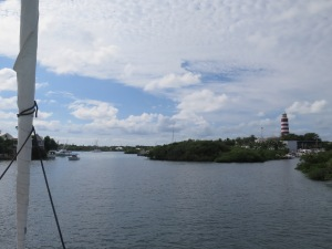 Entering the lovely harbour at Hopetown.